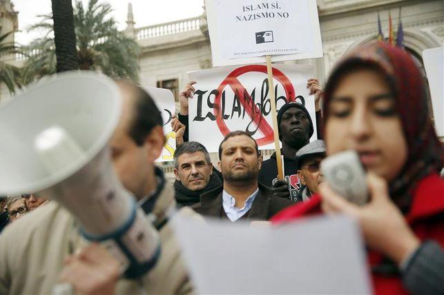 Imagen de archivo. Concentración de entidades sociales, culturales y religiosas contra la islamofobia en Valencia./ eldiario.es