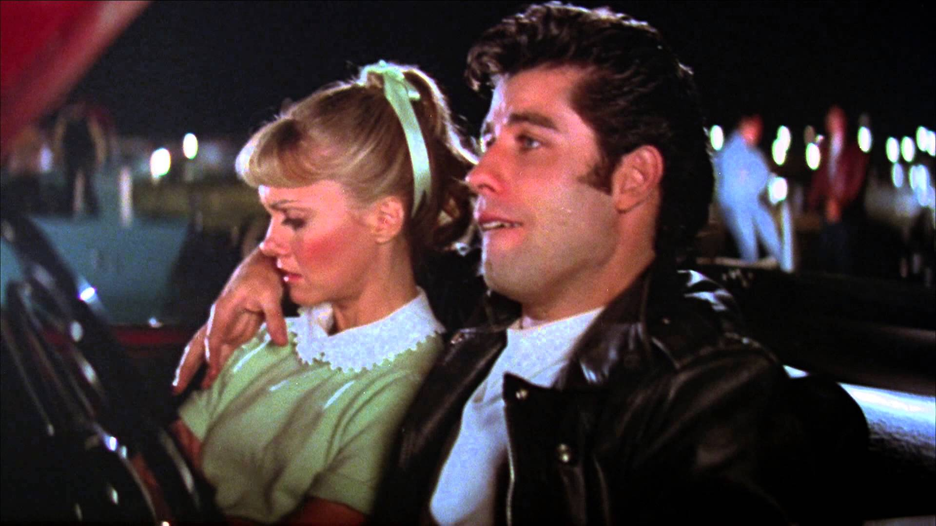 Un instante de 'Grease', cuando sus protagonistas entán en un cine de verano.