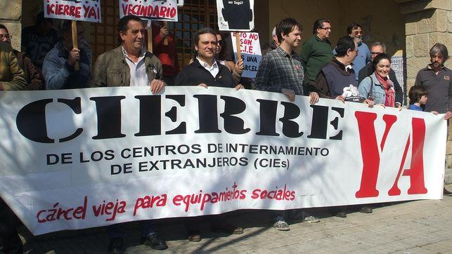 Imagen de una protesta en favor del cierre del CIE de Algeciras./ eldiario.es