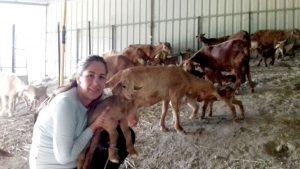 Mariló Naranjo, joven de 32 años, se dedica al ganado caprino./ Cedida