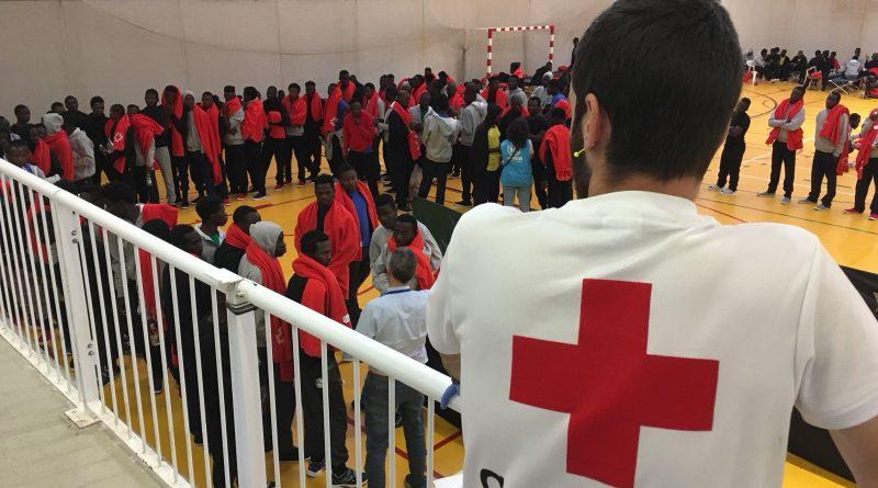 Refugiados en el polideportivo 'Las Marinas' de Tarifa/. Miguel Á. Ramirez